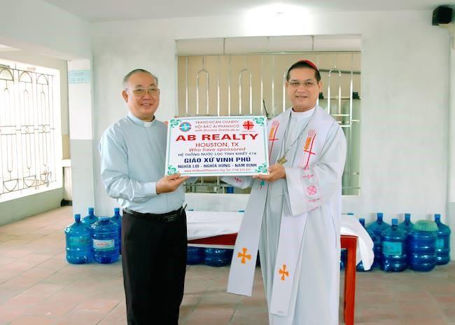 Caritas Giáo phận Bùi Chu tặng nhà máy lọc nước