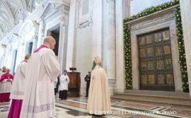 Hành hương Cửa Thánh Vương cung thánh đường Thánh Phêrô