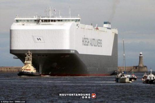 ấn tượng về tàu chở ôtô lớn nhất thế giới