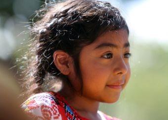 Video bé gái can đảm 5 tuổi con người nhập cư bất hợp pháp được gặp ĐGH