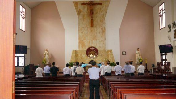 Quý Cha hạt Phú Thọ tĩnh tâm tại nhà thờ Phú Hòa