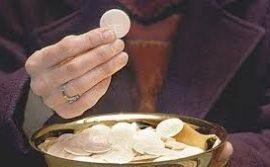 Giải đáp phụng vụ: Thừa tác viên có được rửa tay sau khi cho Rước lễ không?