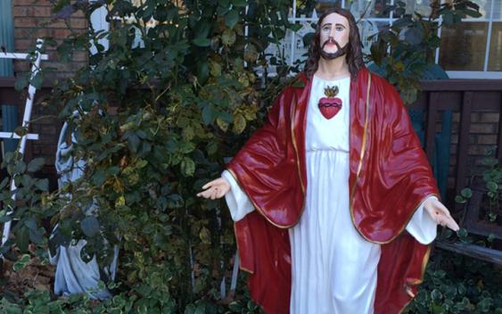 Kẻ trộm ăn cắp tượng Chúa Giêsu