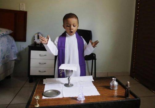 Thiên thần nhỏ ước mơ một lần làm linh mục đã về Trời
