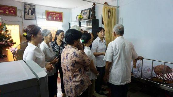 Hội Các Bà Mẹ Công Giáo Phú Hoà thăm quý cha hưu