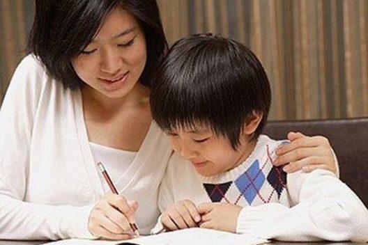 Cách dạy đứa con nghịch ngợm của người mẹ có hiểu biết