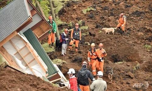 10.000 người Nhật sống trong ôtô sau động đất