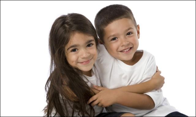 """Nhờ """"nghe lén"""" một cuộc nói chuyện của bố mẹ, cô bé 6 tuổi đã cứu sống em trai mình"""