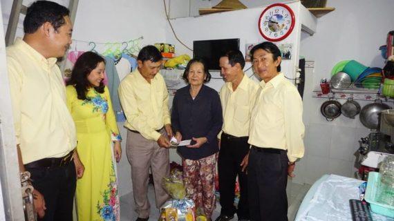 Giáo khu Martinô tặng quà xuân Đinh Dậu