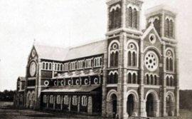 Bí ẩn những ngôi mộ trong nhà thờ Đức Bà Sài Gòn