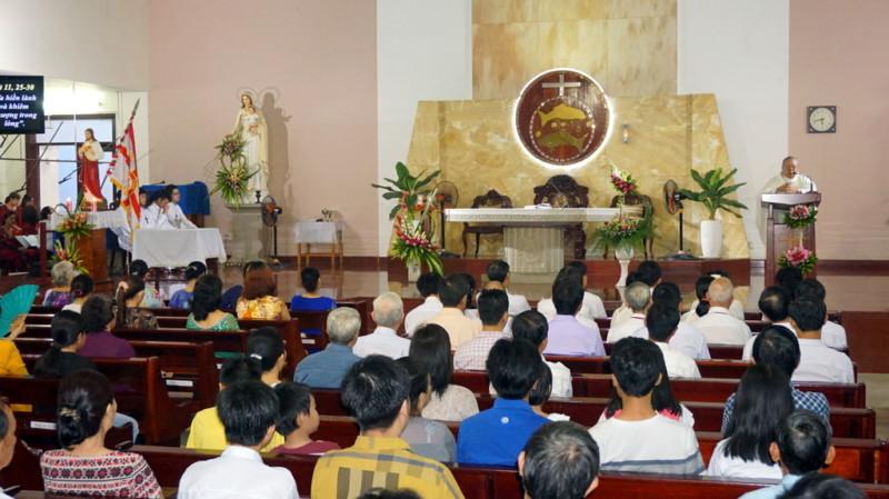 Gia đình Phạt tạ Thánh Tâm Phú Hòa mừng lễ Bổn Mạng