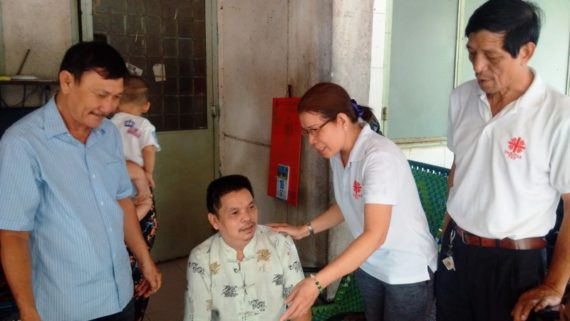 Ban Caritas chia sẻ khó khăn với người bệnh