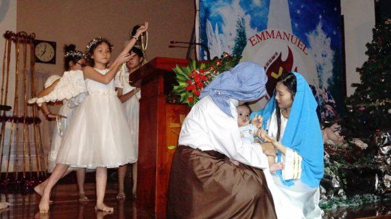 Thiếu nhi Thánh Thể diễn nguyện mừng Chúa giáng sinh
