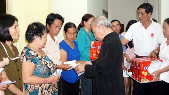 Giáo xứ Phú Hòa tặng quà Giáng Sinh