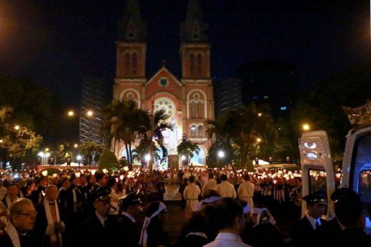 Di Quan Cố Đức TGM Phaolô từ Tòa Giám mục đến Nhà Thờ Chánh Tòa Sài Gòn