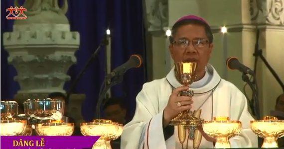 Trực tiếp thánh lễ :Truyền Dầu tại Nhà thờ Đức Bà Sài Gòn