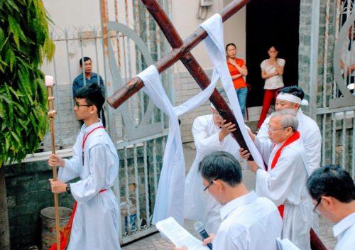 Cộng đoàn giáo xứ đi đàng Thánh Giá trọng thể
