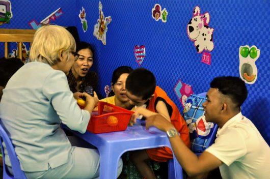 Nhà mở sinh hoạt cộng đồng: sân chơi dành cho các em khuyết tật và bại não.
