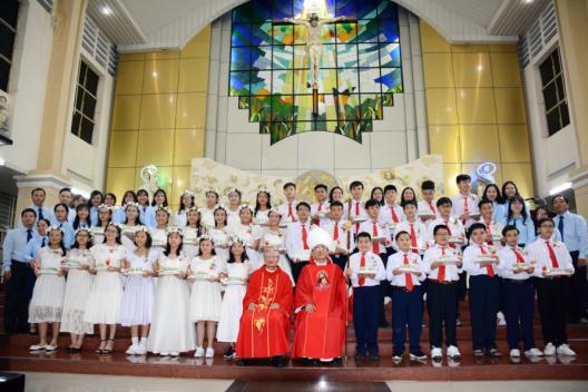 GX Thăng Long: Lãnh nhận Bí Tích Thêm Sức và Rước Lễ Lần Đầu
