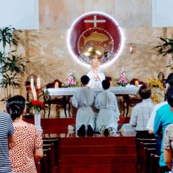 Chầu Thánh Thể đầu tháng